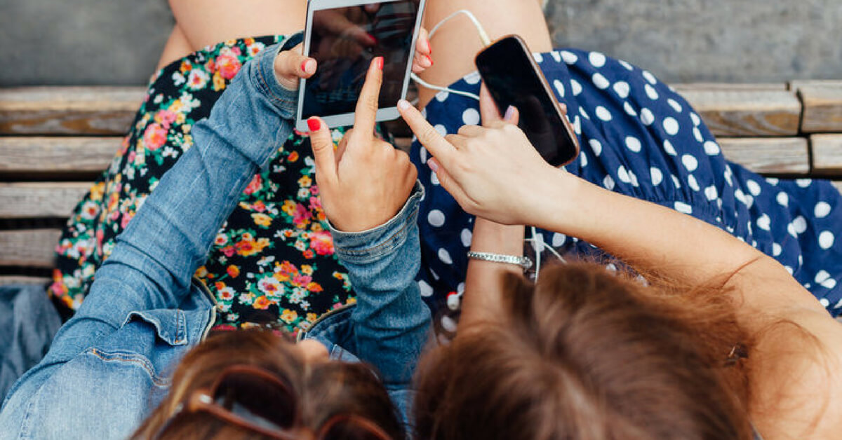10 Ways to Know You're Addicted to Social Media