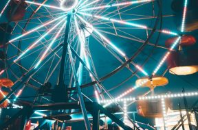 Ferris-wheel-at-a-fair-2.jpg