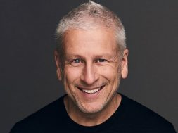 Louie-Giglio-Grey-background-.jpg