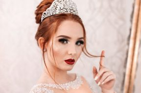 girl-wearnig-tiara-guilherme-stecan-unsplash.jpg